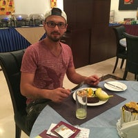 Photo taken at Qatar Palace Hotel by Ahmet Ö. on 8/8/2016