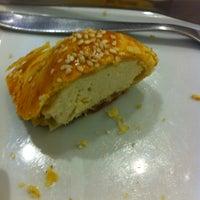 Photo taken at Figaro Café by Thiago L. on 1/19/2013