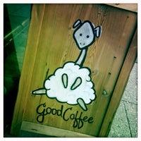Foto tirada no(a) Kaffe 1668 por Jonathan P. em 6/21/2013