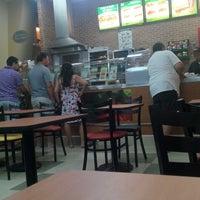 Foto tirada no(a) Subway por Adri B. em 1/20/2015