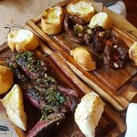 Foto tirada no(a) Underdog Meat & Beers por Danielle P. em 1/15/2017