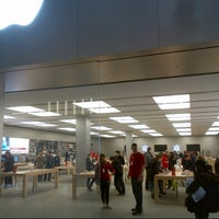 Photo taken at Apple Manchester Arndale by DTourist F. on 12/29/2012