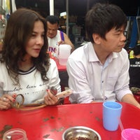 Photo taken at ชายสี่ หมี่เกี๊ยว 7-11 หอนาฬิกา 2 by 👽la hoya🔥 on 10/19/2015