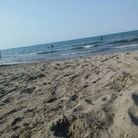 Photo taken at Atakum plaj by Ezgi P. on 8/4/2015