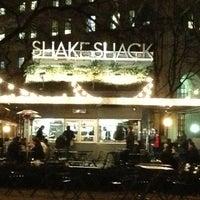 Снимок сделан в Shake Shack пользователем Kelsey S. 1/18/2013