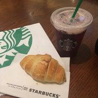 รูปภาพถ่ายที่ Starbucks โดย Bruna V. เมื่อ 6/16/2017