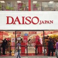Foto tirada no(a) Daiso Japan por Fabio T. em 1/5/2013