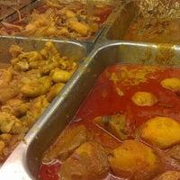 Photo taken at Restoran Nasi Kandar Deen by Ace H. on 8/15/2012