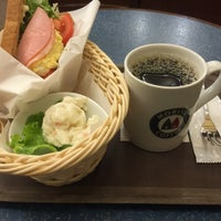 Photo taken at MORIVA COFFEE (モリバコーヒー) 自由が丘店 by Seigo I. on 4/20/2016