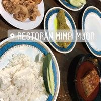 Photo taken at Restoran Mimpi Muor by Nik Nores N. on 7/20/2017