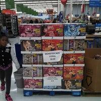Das Foto wurde bei Walmart von Ian A. am 10/22/2013 aufgenommen