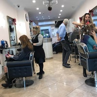 Foto tirada no(a) Hollywood Salon por Jenn C. em 12/20/2017