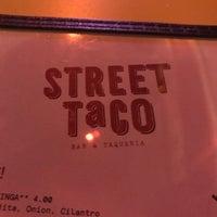 Photo prise au Street Taco par Jenn C. le12/6/2017