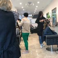 Foto tirada no(a) Hollywood Salon por Jenn C. em 11/14/2017