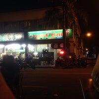 Photo taken at Restoran Razz Maju, Rampai Bisnes Park by Eva N. on 7/10/2015