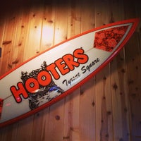 Photo taken at Hooters by André M. on 7/15/2013