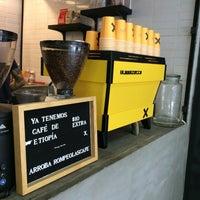 Foto tomada en Rompeolas Café por Hugo O. el 6/19/2016