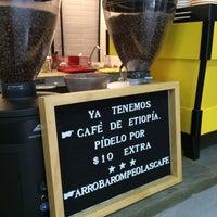 Foto tomada en Rompeolas Café por Hugo O. el 7/31/2016
