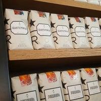 6/5/2016 tarihinde Sabiye C.ziyaretçi tarafından Starbucks Reserve'de çekilen fotoğraf