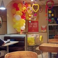 Foto tirada no(a) McDonald's por Guilherme D. em 10/27/2012
