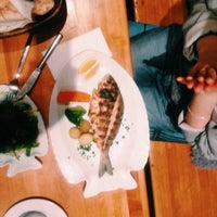 Das Foto wurde bei Öz Fish House von Lina I. am 1/4/2015 aufgenommen