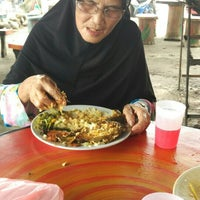 Photo taken at Kedai Nasi Ekonomi Depan Maktab by Syafiq S. on 12/13/2015