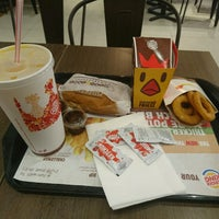 Foto tirada no(a) Burger King por Vincent L. em 1/10/2017