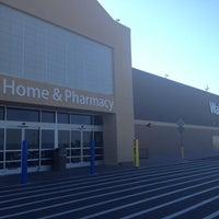 """รูปภาพถ่ายที่ Walmart Supercenter โดย """"Arod"""" Rod J. เมื่อ 9/15/2013"""