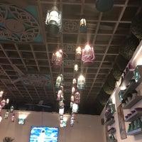 Foto scattata a Caracas Lebanese Cuisine & Cafe da Titi T. il 2/22/2018
