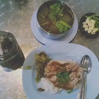 6/26/2016 tarihinde GEE ♥.ziyaretçi tarafından ร้าน ขาหมู พ4'de çekilen fotoğraf