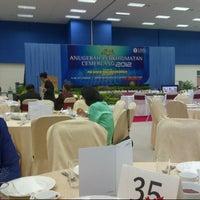 Photo taken at Dewan Kuliah Pusat 2, UMS by Jane E. on 5/16/2013