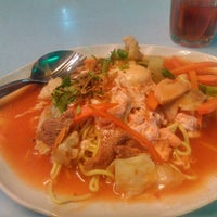 Photo taken at Sutera Seafood by Zulfadhli A. on 10/29/2014