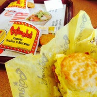 Photo taken at Bojangles' Famous Chicken 'n Biscuits - CLOSED by Lisa Z. on 12/23/2014