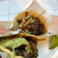 Снимок сделан в Los Tacos No. 1 пользователем Jian 4/21/2018