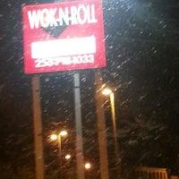 Photo taken at Wok 'n Roll by Matticus F. on 7/11/2013