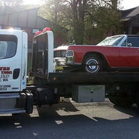Photo taken at Divine's Towing by Jacob W. on 2/18/2017