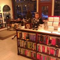 11/12/2012 tarihinde Rand F.ziyaretçi tarafından Ada's Technical Books and Cafe'de çekilen fotoğraf