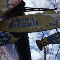 Foto tomada en The Flying Biscuit Cafe  por Kevin B. el 1/3/2016