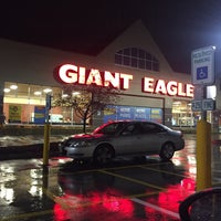 Photo taken at Giant Eagle Supermarket by Thilina R. on 11/1/2017