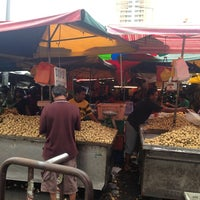 Photo taken at Pasar Chowkit by Ahmad E. on 2/15/2013