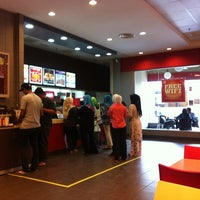 Photo taken at Burger King by Ahmad E. on 12/28/2012