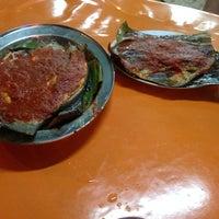 Photo taken at Restoran Juara Ikan Bakar 24 Jam by Eugene S. on 10/20/2014