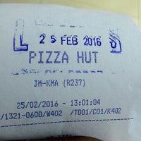 Photo taken at Pizza Hut by Raden A. on 2/25/2016