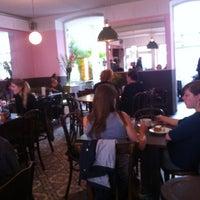 Das Foto wurde bei Café Sehnsucht von Roberto D. am 10/3/2012 aufgenommen
