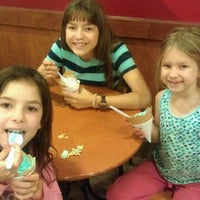 Photo taken at Cold Stone Creamery by GiovanniCLT on 12/3/2012