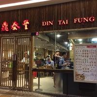 Photo taken at Din Tai Fung 鼎泰豐 by Miranda Y. on 9/27/2014