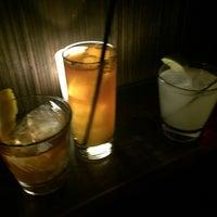 3/20/2016 tarihinde april p.ziyaretçi tarafından Holiday Cocktail Lounge'de çekilen fotoğraf