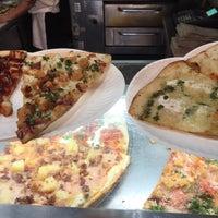 รูปภาพถ่ายที่ Champion Pizza โดย april p. เมื่อ 4/7/2016
