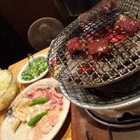 Das Foto wurde bei 神泉ホルモン 三百屋 von mi〜 am 10/2/2016 aufgenommen