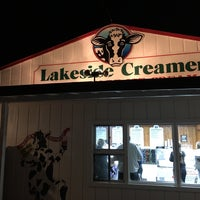 Photo taken at Lakeside Creamery by Saumya S. on 5/8/2016